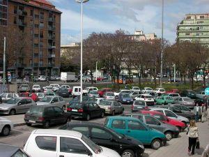 E se a Cagliari per ogni nuovo parcheggio realizzassimo anche una biblioteca di quartiere in più, brutto sarebbe?